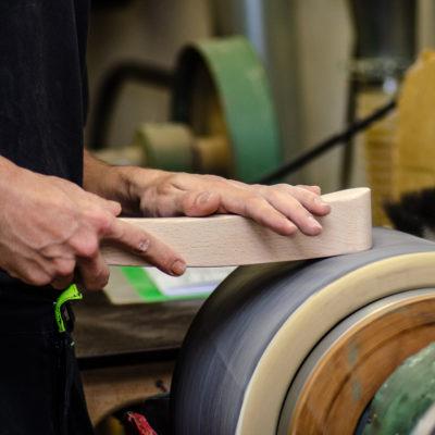 Göhler Sitzmöbel GmbH - Blick in die Produktion: Oberflächenbearbeitung